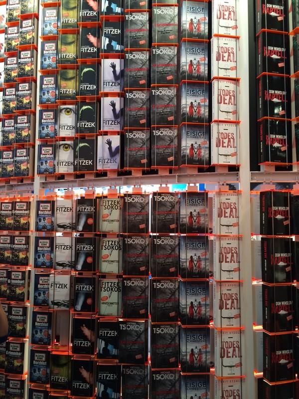 Knihy, knihy, všade samé knihy.