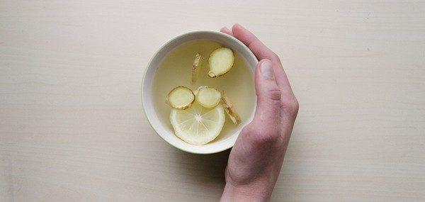 zázvorový čaj na bolesť hrdla