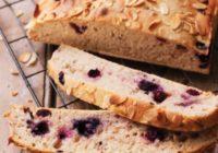 Domáci kváskový chlieb sčučoriedkami