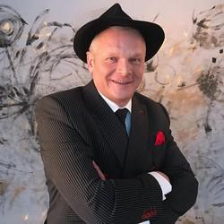 Imrich Béreš ako Frank Sinatra, foto Kristína Schreiberová