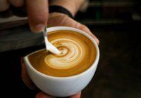 Mlieko do kávy? Toto odporúča odborník