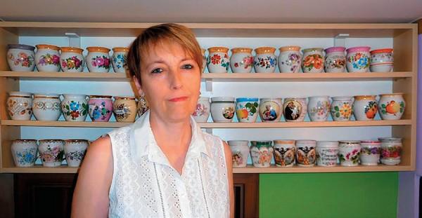 V zbierke Jaroslavy Tomšíkovej sa nachádza približne sto hrnčekov