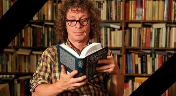 Knihomoľ, básnik a bezdomovec Honza Badalec.