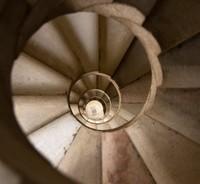 po stopách Dana Browna točité schodisko