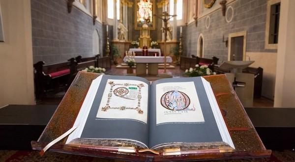 Rodinná Biblia vo Františkánskom kostole, Bratislava (©Dušan Kittler)