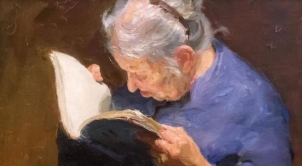 starenka číta knihu