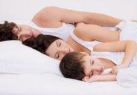 Spíme, zívame, chrápeme a väčšinou sme praváci. Prečo?