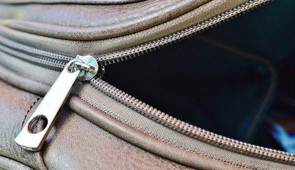 dámska kabelka a zlodej