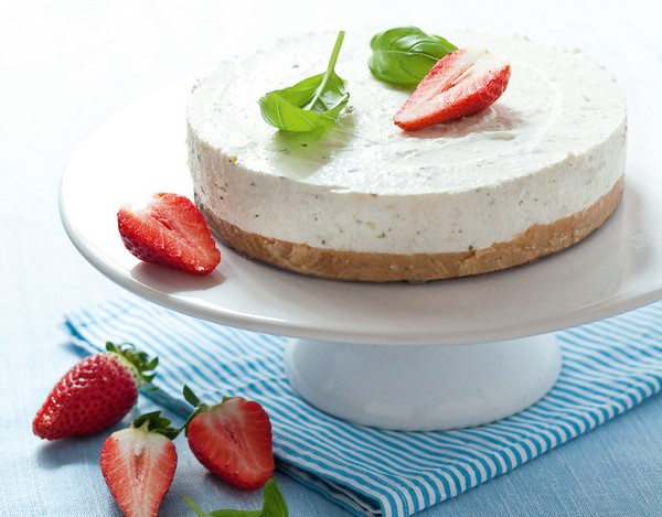 nepečená bazalkovo-tvarohová torta