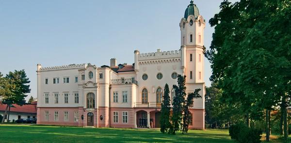 7 zaujímavých miest - rokokový kaštiel v Ivanke pri Dunaji.