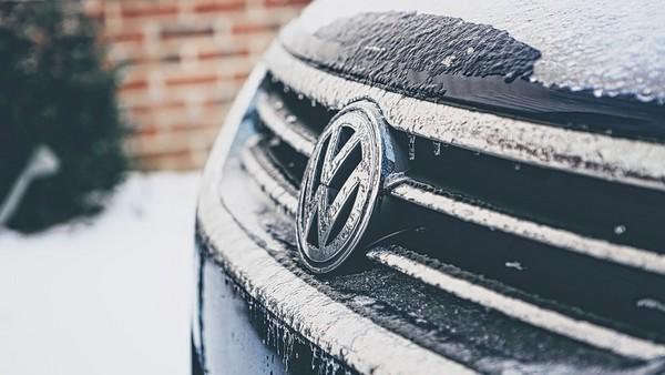 posypová soľ auto škody
