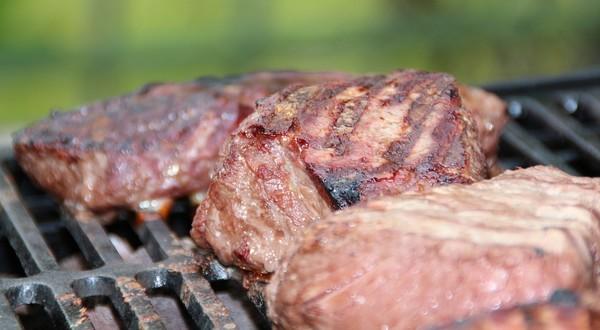 čerstvé mäso na grile
