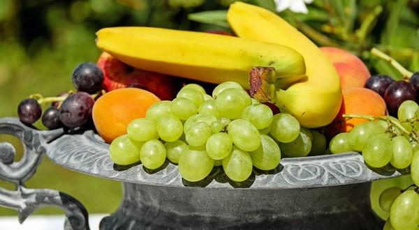 ovocie banán hrozno