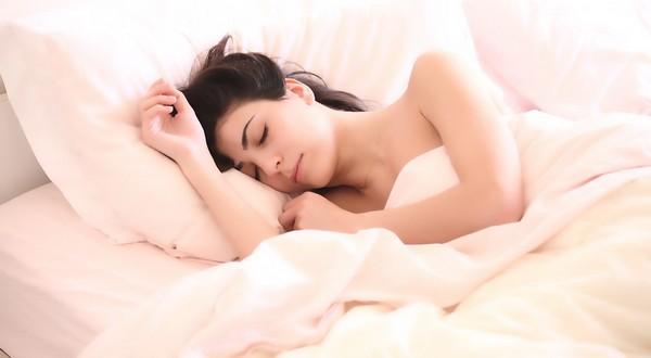 správna poloha pri spánku