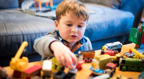 Ako naučiť deti zbaviť sa nepotrebných hračiek