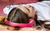 Prečo tínedžeri chodia tak neskoro spať? Môže im to ublížiť?