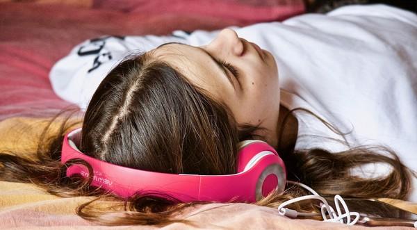 tínedžeri chodia neskoro spať