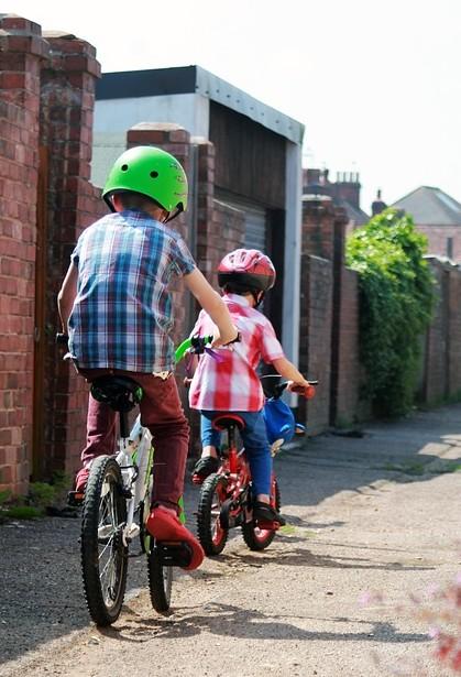 chlapci na bicykloch