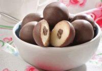 Domáce marcipánové guľôčky včokoláde