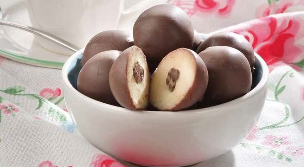 čokoládové marcipánové guľôčky
