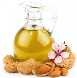 mandľový olej a mandle