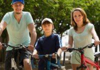 S malými deťmi na bicykli. Vhodná sedačka je základ