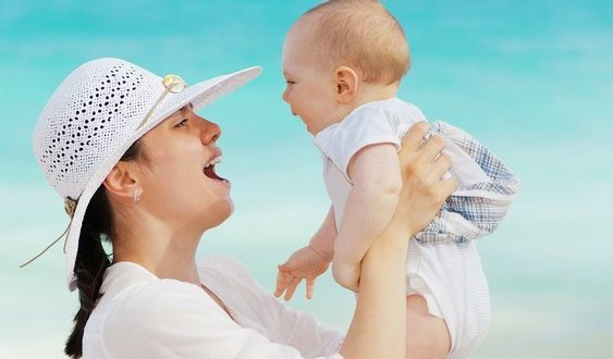 šťastie a láska mama s dieťaťom