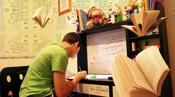 študent sa učí izba pre školáka