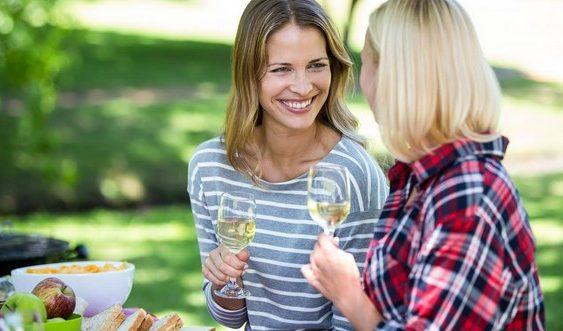vychutnajte si víno s priateľmi