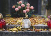 Dušičky. Ako upraviť hrob, aby vydržal dlho pekný?