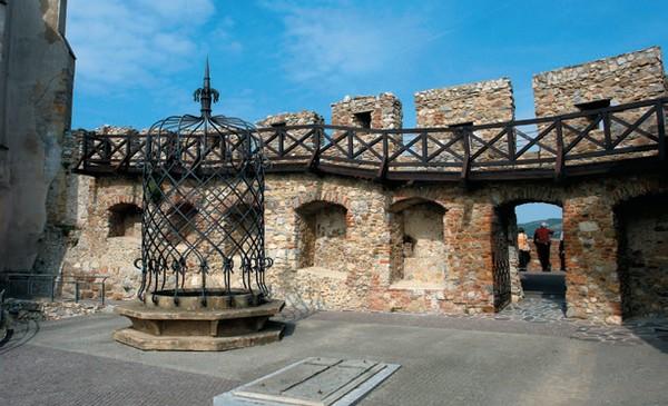 nádvorie nitrianskeho hradu