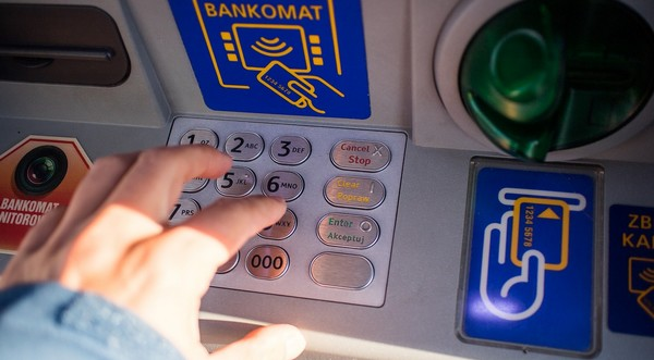 vyhľadávač bankomatov