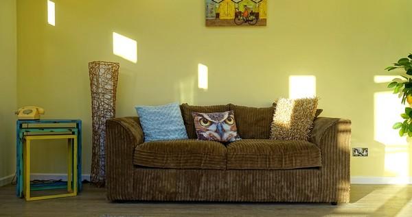 gauč a nábytok do obývacej izby