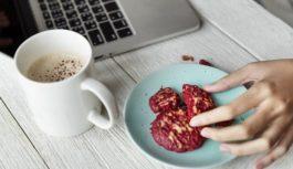 Zdravé maškrty, ktorými v práci zaženiete hlad
