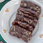 Oblátková saláma zčokolády akandizovaného ovocia