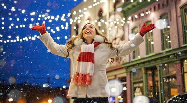 šťastná žena Vianoce