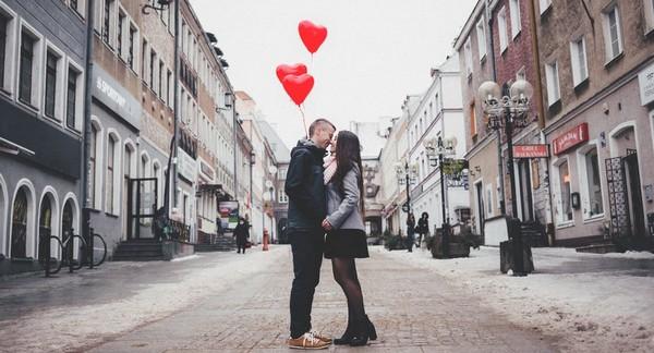 valentín pár so srdiečkami