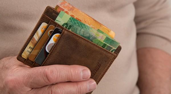 peňaženka a kreditky