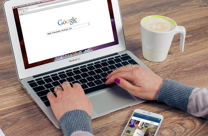 ako nájsťť správneho odborníka na web