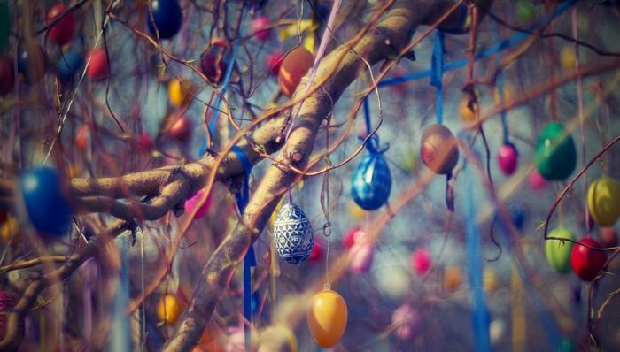 veľkonočné vajíčka na strome