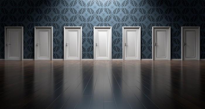 množstvo dverí a únava z rozhodovania