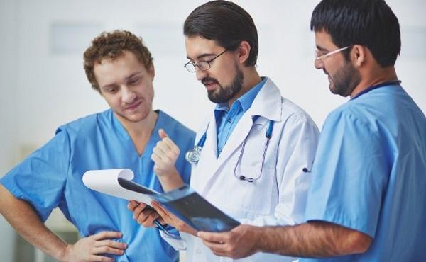 vývoj pracovného oblečenia v medicíne