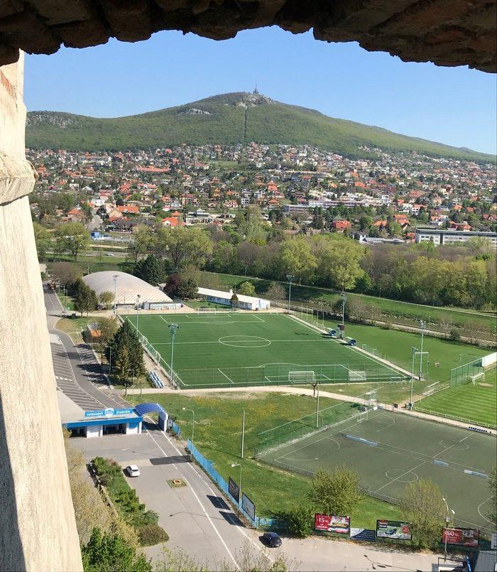 Výhľad z Nitrianskeho hradu smer Zobor.
