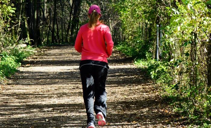 ako začať behať v lese