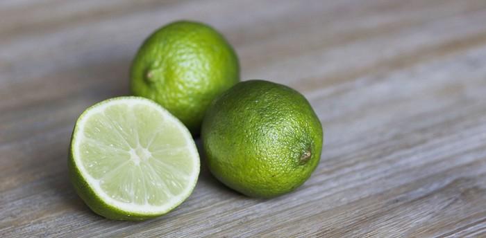 limetky a citróny typické ovocie pre Taliansko