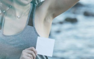antiperspirant či dezodorant