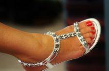 ponožkový trend v sandáloch?