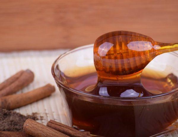 Med so škoricou. Čo lieči táto super kombinácia? (7 receptov)