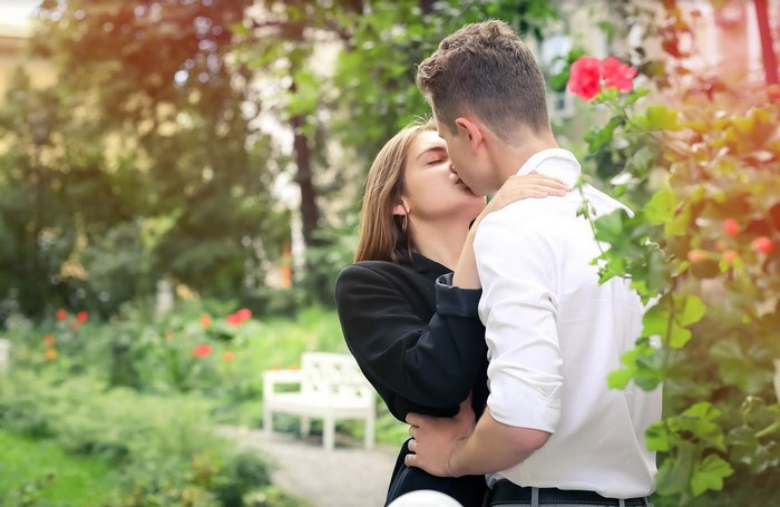 5 jazykov lásky - fyzický dotyk, bozk