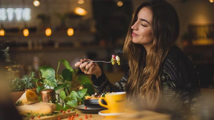 umenie šťastného života - jedzte naplno